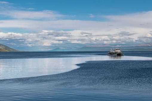 cloud「Sightseeing boat returning to Ushuaia Port Argentina」:スマホ壁紙(19)