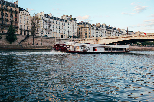 cloud「Sightseeing Cruises on the Seine River」:スマホ壁紙(15)