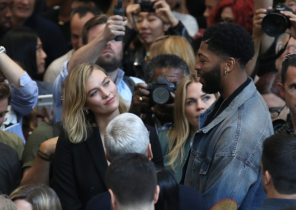 Basketball player Anthony Davis「Apple Unveils New Product Updates At Its Cupertino Headquarters」:写真・画像(2)[壁紙.com]