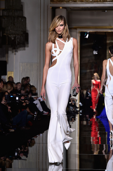 Karlie Kloss「Versace : Runway - Paris Fashion Week - Haute Couture S/S 2015」:写真・画像(9)[壁紙.com]