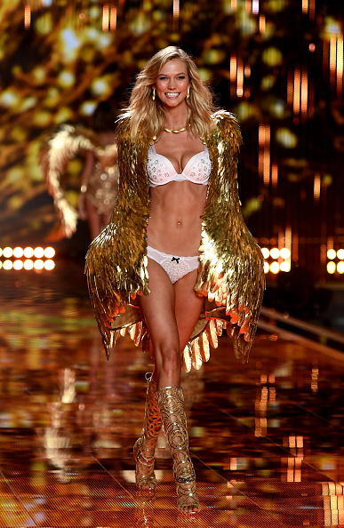 カーリー・クロス「2014 Victoria's Secret Fashion Show - Show」:写真・画像(19)[壁紙.com]