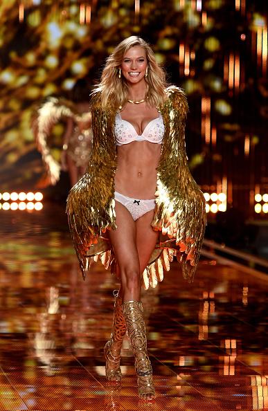 カーリー・クロス「2014 Victoria's Secret Fashion Show - Show」:写真・画像(17)[壁紙.com]