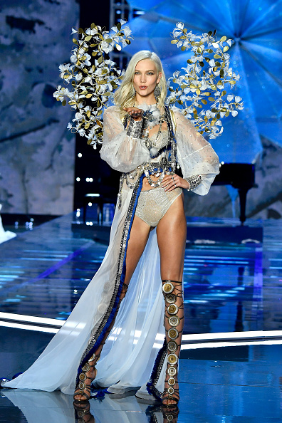 カーリー・クロス「2017 Victoria's Secret Fashion Show In Shanghai - Show」:写真・画像(2)[壁紙.com]