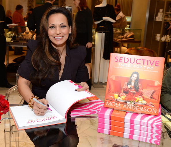 "Spice「Author Moll Anderson Brings Some Spice To Saks Fifth Avenue At Her ""Seductive Tables for Two"" Book Signing」:写真・画像(8)[壁紙.com]"