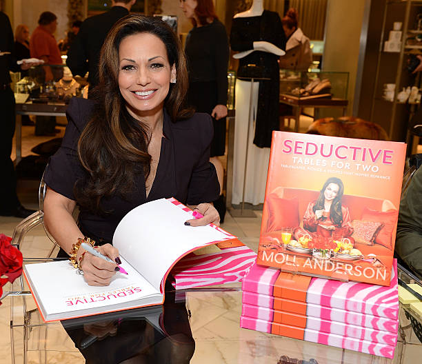 "Author Moll Anderson Brings Some Spice To Saks Fifth Avenue At Her ""Seductive Tables for Two"" Book Signing:ニュース(壁紙.com)"