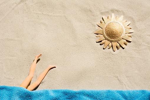 Doll「Golden sun fashion doll diving   towel on the  beach」:スマホ壁紙(3)