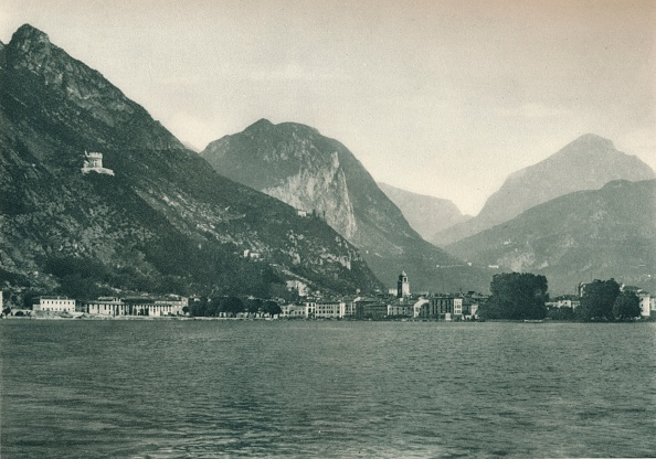 Horizontal「Riva del Garda from Lake Garda, Italy」:写真・画像(2)[壁紙.com]
