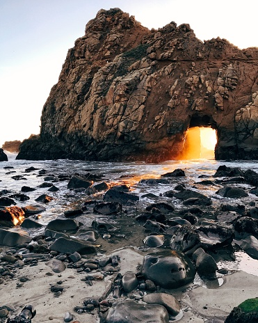 Big Sur「Keyhole Rock at Pfeiffer Beach, Big Sur, California, America, USA」:スマホ壁紙(8)
