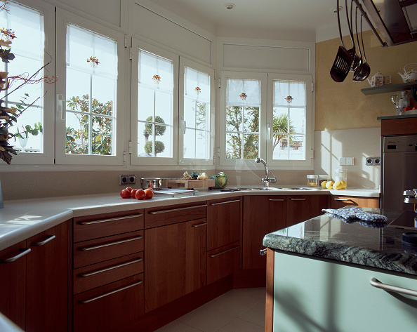 Kitchen「View of wooden cabinets in a kitchen」:写真・画像(2)[壁紙.com]