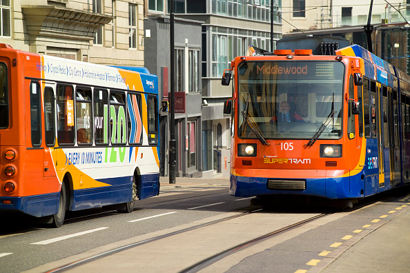 Bus「Supertram and urban bus. Supertram is a tram network in Sheffield, England, UK」:写真・画像(12)[壁紙.com]