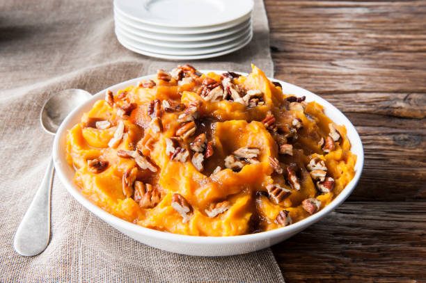 Bowl of sweet potatoes with pecans:スマホ壁紙(壁紙.com)