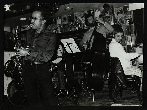 Bass Instrument「Art Themen, Dave Green, and Michael Garrick playing at The Bell, Codicote, Hertfordshire, 1981. .」:写真・画像(6)[壁紙.com]