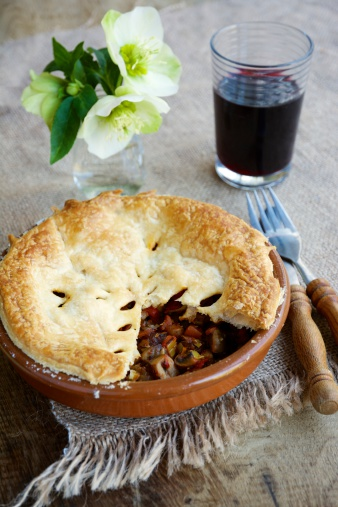 栗「Chestnut mushroom bourgogne pie with a glass of red wine」:スマホ壁紙(3)