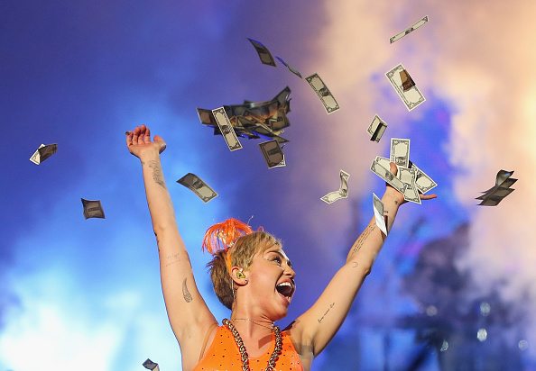 Currency「Miley Cyrus Performs Live In Melbourne」:写真・画像(5)[壁紙.com]
