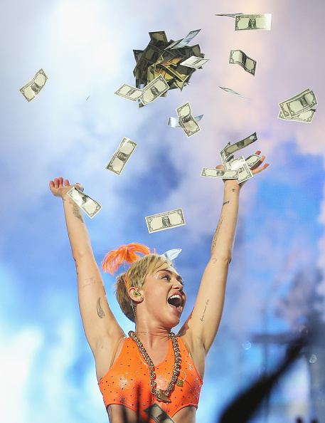 Currency「Miley Cyrus Performs Live In Melbourne」:写真・画像(16)[壁紙.com]
