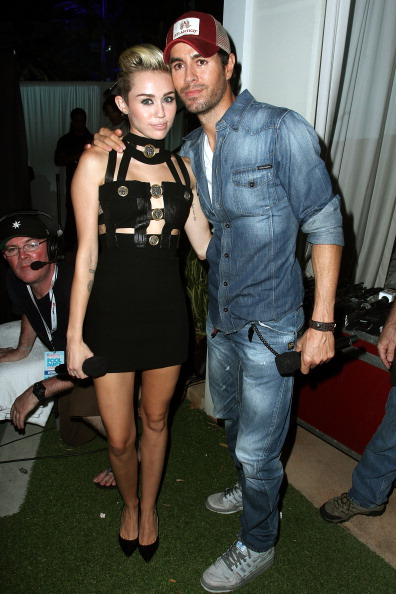 Enrique Iglesias - Singer「iHeartRadio Ultimate Pool Party Presented By VISIT FLORIDA At Fontainebleau's BleauLive - Main Stage Show」:写真・画像(8)[壁紙.com]
