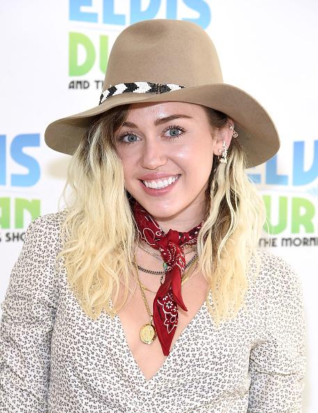 笑顔「Miley Cyrus Visits 'The Elvis Duran Z100 Morning Show'」:写真・画像(17)[壁紙.com]