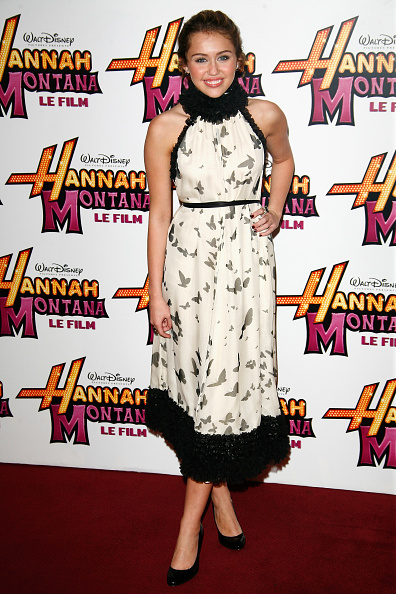 "Halter Top「""Hannah Montana: The Movie"" Paris Premiere」:写真・画像(8)[壁紙.com]"