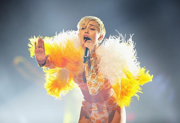 ポピュラーミュージックツアー「Miley Cyrus Performs Live In Melbourne」:写真・画像(0)[壁紙.com]