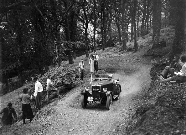 Dirt Road「Morris Minor taking part in the B&HMC Brighton-Beer Trial, Fingle Bridge Hill, Devon, 1934」:写真・画像(19)[壁紙.com]