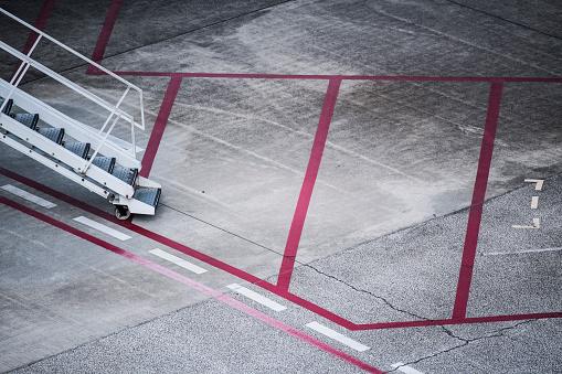 保護「空港で働く様々 な車。」:スマホ壁紙(4)