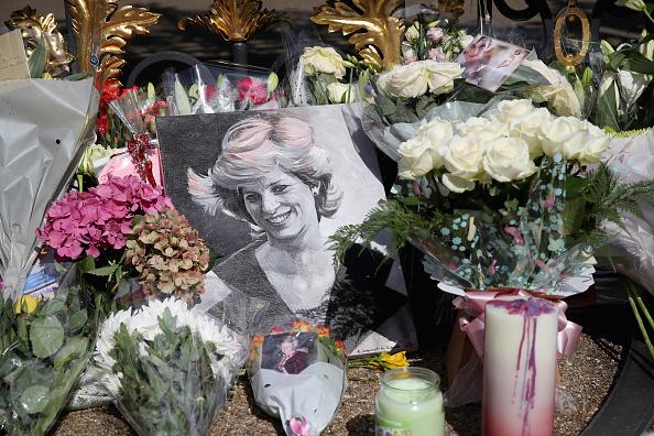 20th Anniversary「Kensington Palace On The 20th Anniversary Of The Death Of Princess Diana」:写真・画像(13)[壁紙.com]