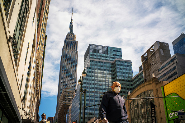 Queens - New York City「Coronavirus Pandemic Causes Climate Of Anxiety And Changing Routines In America」:写真・画像(9)[壁紙.com]