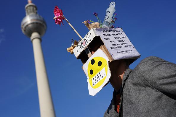 Anti-Quarantine Protest「Demonstrators Protest Against Coronavirus Restrictions And Policies」:写真・画像(19)[壁紙.com]