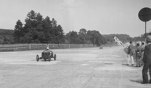 Auto Racing「Two Salmson cars taking the chequered flag at Brooklands」:写真・画像(6)[壁紙.com]