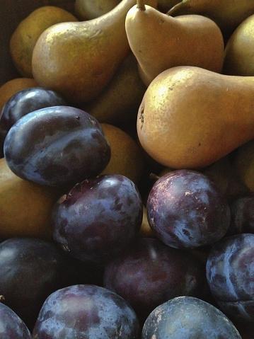 梨「Plums & pears still life」:スマホ壁紙(19)