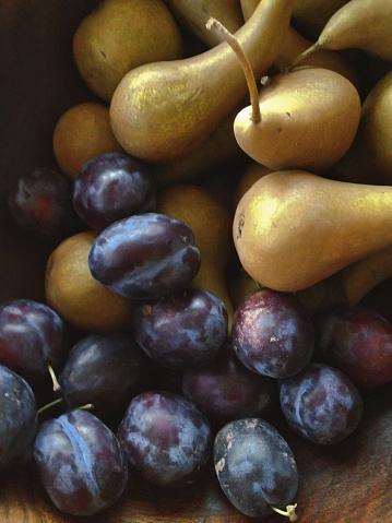 Plum「Plums & pears still life」:スマホ壁紙(12)