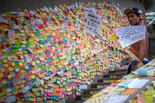 Adhesive Note「Hong Kong's Pro Democracy Sit In Enters Second Week」:写真・画像(3)[壁紙.com]