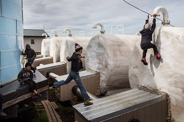 Andrew Burton「Rising Seas And Warming Temperatures Force Alaskan Coastal Community To Move Inland」:写真・画像(17)[壁紙.com]