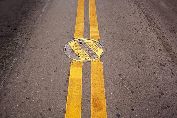 Manhole Cover With Deviating Lines.:スマホ壁紙(壁紙.com)