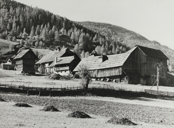 Agricultural Building「Rural Wooden Architecture Of Carinthia. Farmhouse; Barns And Storage Reservoir. About 1935. Photograph.」:写真・画像(2)[壁紙.com]