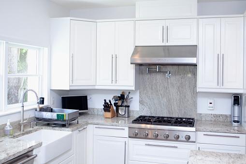 Gulf Coast States「Stove, cabinets and sink in modern kitchen」:スマホ壁紙(15)