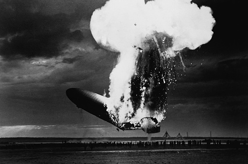 Airship「The explosion of the airship Hindenburg upon docking at Lakehurst, New Jersey on May 6, 1937.」:スマホ壁紙(19)