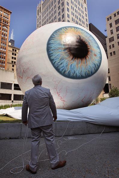 Sculpture「30-Foot Eyeball Sculpture Debuts In Chicago Park」:写真・画像(13)[壁紙.com]