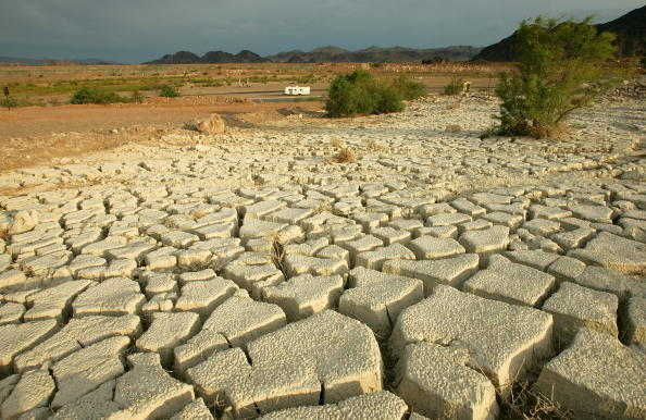 Land「NV: Drought Drops Lake Mead Water Level To 40 Year Low」:写真・画像(8)[壁紙.com]