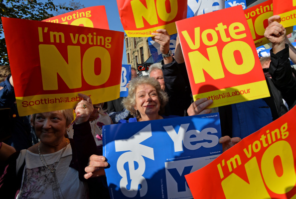 Scotland「John Prescott and Alistair Darling Join The Scottish Labour Battle Bus」:写真・画像(15)[壁紙.com]