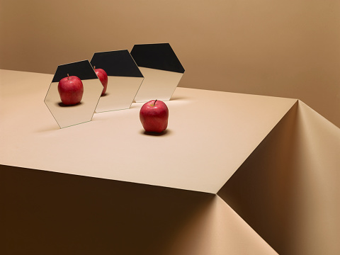 Mirror - Object「One Apple on table with mirrors」:スマホ壁紙(12)