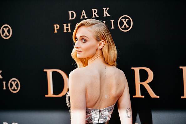 "Alternative Pose「Premiere Of 20th Century Fox's ""Dark Phoenix"" - Arrivals」:写真・画像(2)[壁紙.com]"