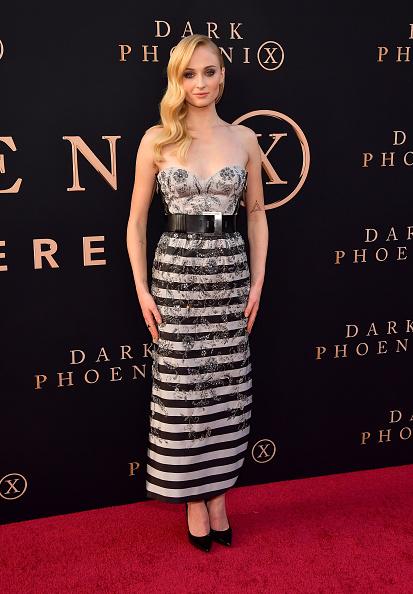 "Silver Colored「Premiere Of 20th Century Fox's ""Dark Phoenix"" - Arrivals」:写真・画像(18)[壁紙.com]"