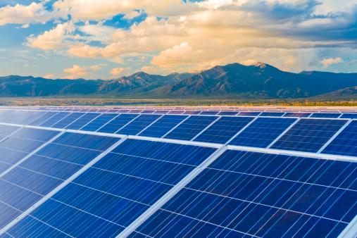 Solar Energy「Mountains behind solar panels」:スマホ壁紙(18)