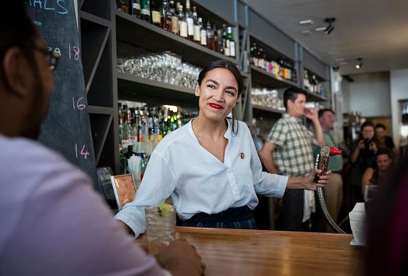 Alexandria Ocasio-Cortez「Rep. Alexandria Ocasio-Cortez Bartends In Support Of Raise the Wage Act」:写真・画像(1)[壁紙.com]
