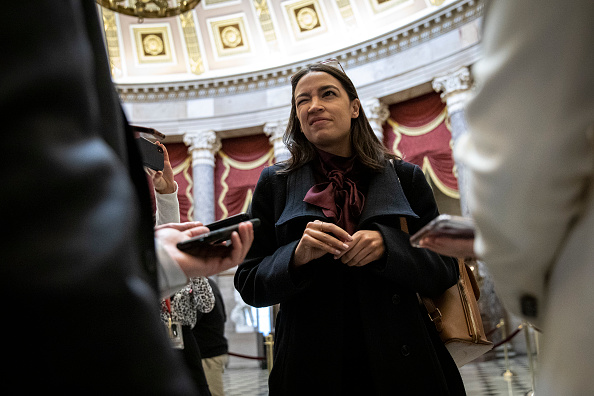 Alexandria Ocasio-Cortez「U.S. House Of Representatives Votes On Impeachment Of President Donald Trump」:写真・画像(13)[壁紙.com]
