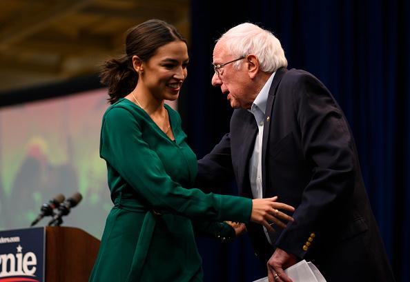 Stephen Maturen「Sen. Bernie Sanders And Rep. Alexandria Ocasio-Cortez Hold Des Moines Climate Crisis Summit」:写真・画像(0)[壁紙.com]
