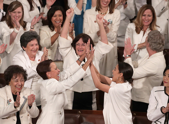 Females「President Trump Delivers State Of The Union Address To Joint Session Of Congress」:写真・画像(19)[壁紙.com]
