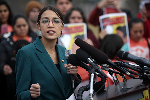 Alexandria Ocasio-Cortez「Democratic Lawmakers Call For Cutting Funding For President Trump's Deportation Force」:写真・画像(15)[壁紙.com]