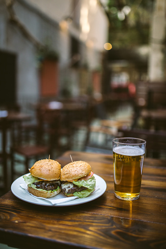 Hamburger「Street Food Accompanied With Fresh Cold Beer」:スマホ壁紙(7)